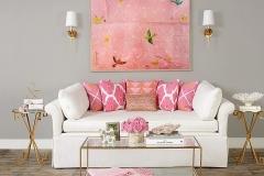 ruang-tamu-cantik-dengan-bantal-dan-hiasan-pink